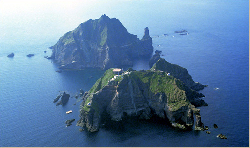 Liancourt Rocks/Dokdo Islets and its surrounding waters were often frequented by Korean fishermen during the years of the U.S. occupation of Japan and Korea; American occupation authorities had also designated the islets as a bombing range for U.S. forces from 1947-1952.